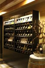 Промоция на дървен стелаж за вино
