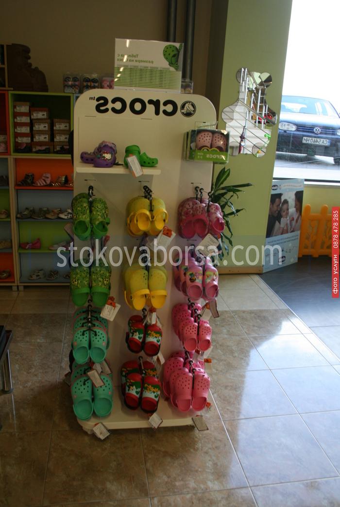 стелажи за детски обувки по поръчка