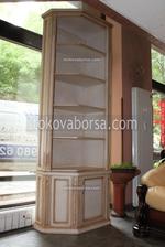 Промоция на дървена витрина със стъкло